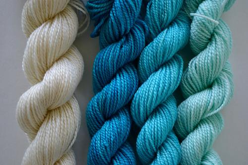 November_2014_mitten_cream_with_turquoises_medium