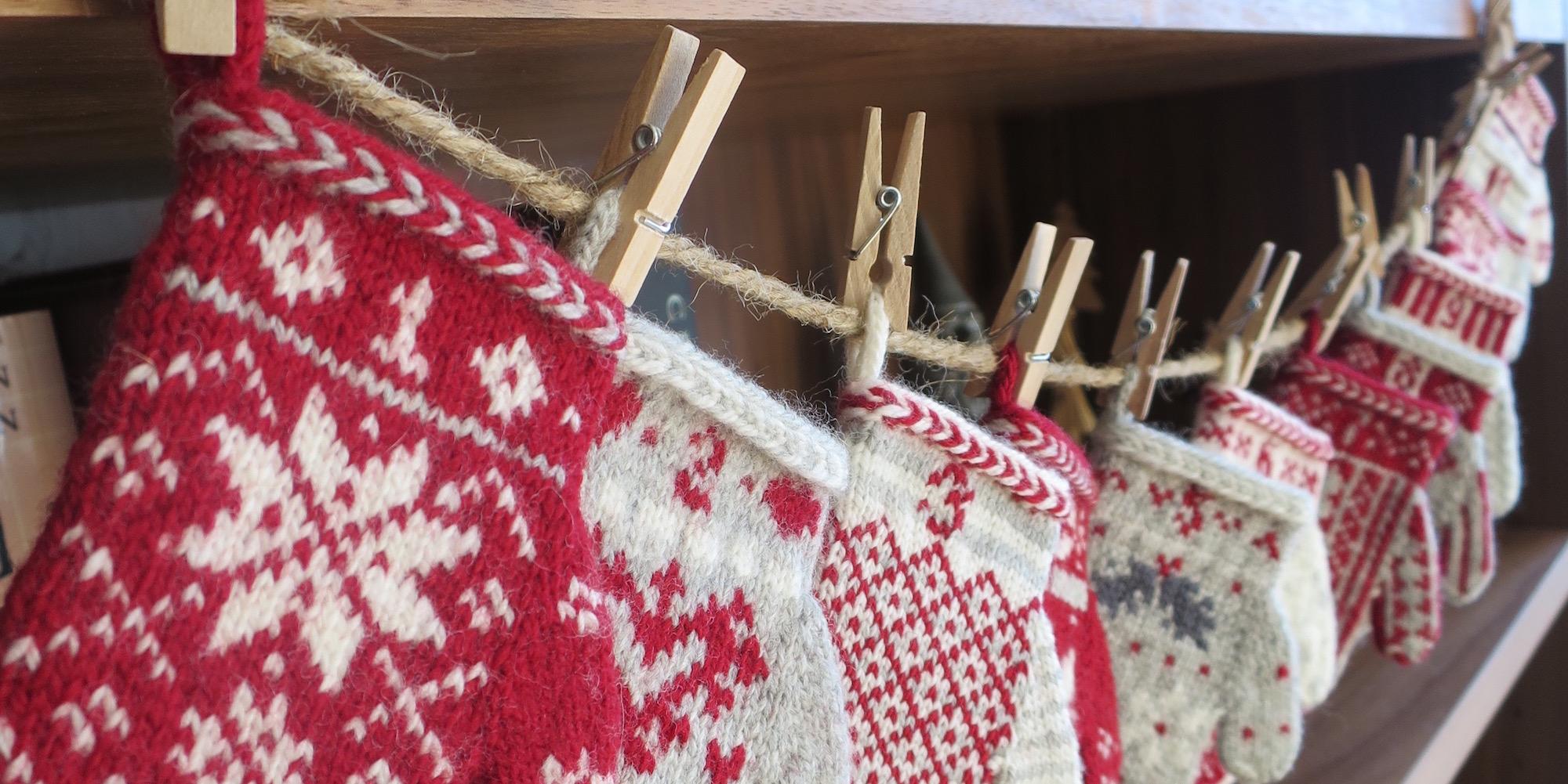 Advent Calendar Handmade Knitting : Just crafty enough mitten garland advent calendar